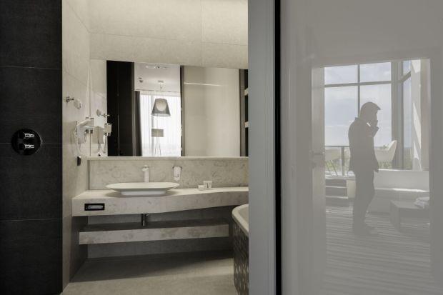 Jednym z wyjątkowo eleganckich sposobów na wykończenie ścian i podłóg w łazience jest naturalny trawertyn.