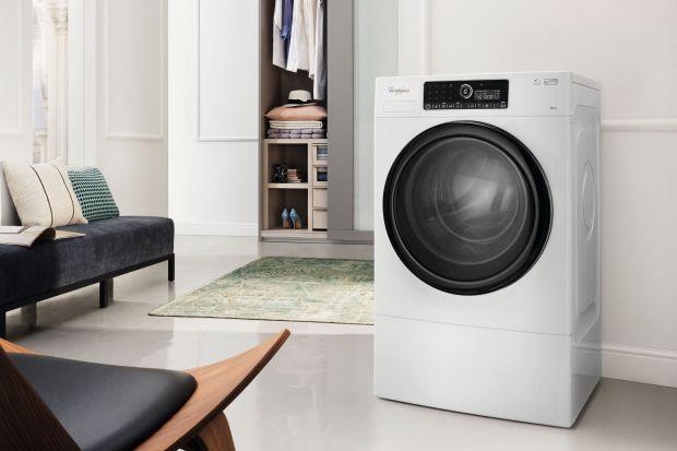 W wielu związanych ze świątecznymi porządkami czynnościach pomoże ci pralka. Co, oprócz ubrań, możesz w niej wyprać?