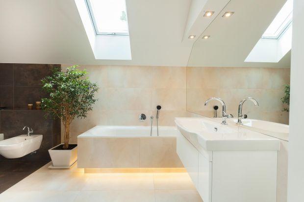 Taśmy LED chętnie używane są jako efektowna dekoracja w aranżacjach łazienek. Szczególnie praktyczne będą połączone z czujnikiem ruchu.