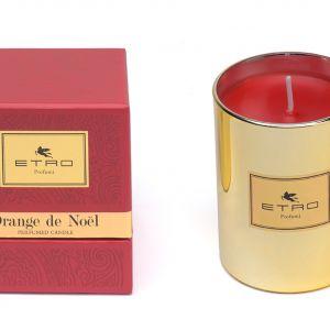 Świeca zapachowa Etro XMas Orange de Noel nie tylko zrelaksuje, ale i wypełni łazienkę zapachem świąt. Cena: 390 zł. Fot. Mood Design