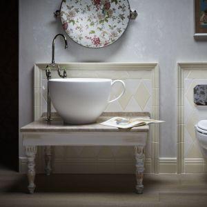 Nablatowa umywalka pochodząca z kolekcji zaprojektowanej z myślą o najmłodszych ma formę filiżanki. Fot. Park Avenue