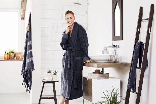 Jak przemienić łazienkę w oazę relaksu niczym w tureckiej łaźni? Z pomocą przyjdą urokliwe drewniane meble, klimatyczne dodatki i kosmetyki pielęgnacyjne.