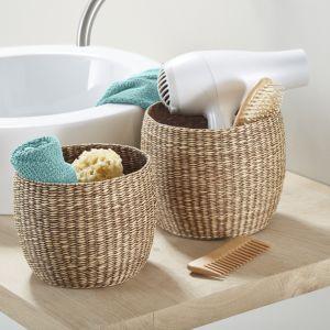 Koszyki do przechowywania ręcznie uplecione z morskiej trawy,  Wysokość mniejszego ok. 15 cm. Wysokość większego ok. 17 cm. Cena: ok. 40 zł. Fot. Tchibo