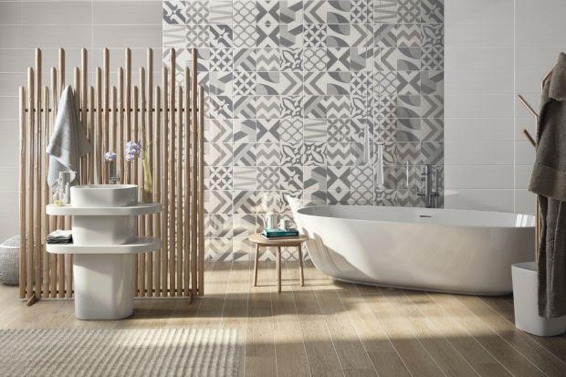 Jakie łazienki są najmodniejsze w 2017 roku? Na topie są bardzo duże formaty, motywy nawiązujące do marmuru czy piaskowca, wzory geometryczne i roślinne, beton i rdza, a także popularne także w 2016 roku patchworki i heksagony.
