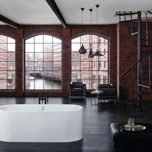 Wanna Centro Duo Oval z ekskluzywnej linii Meisterstück. Zintegrowana emaliowana obudowa oraz nowoczesny design pozwalają na harmonijną integrację z architekturą współczesnej łazienki. Fot. Kaldewei