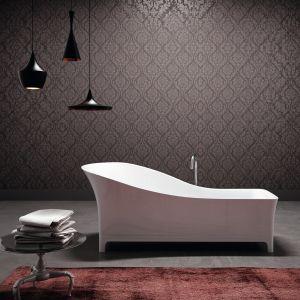 Wanna Sofa (proj. MeneghelloPaolelli Associati) swojej nazwie zawdzięcza również kształt. Wyjątkowe kontury w połączeniu z eleganckim materiałem MineraLite. Fot. Glass