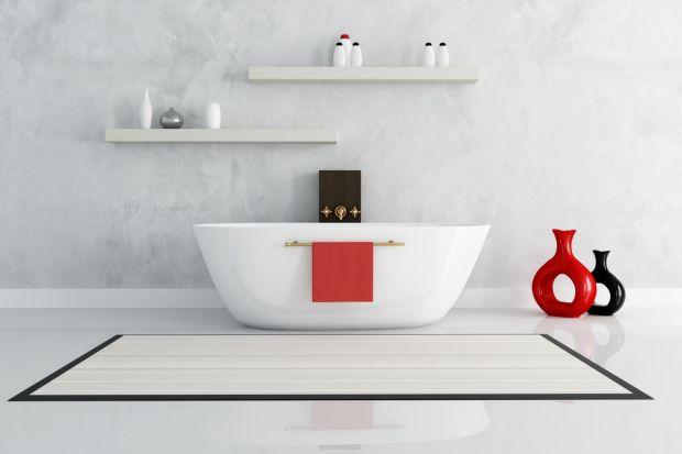 Awaria instalacji hydraulicznej, przeciekająca pralka czy wyciek w obrębie kabiny prysznicowej – każdy z nas zapewne nie raz doświadczył stresu związanego z odkryciem nieszczelności w obrębie łazienki. O ile na skutki tego zdarzenia losoweg