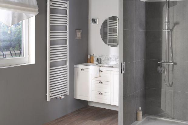 Któż z nas nie zna problemu mokrych ręczników i niemożności wysuszenia ich wiosną lub latem w łazience. Z pomocą przychodzi praktyczny grzejnik, który pozostanie ciepły i zimą, i latem!