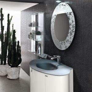 Umywalka z lustrem to najbardziej reprezentacyjny element w toalecie gościnnej. Fot. Artesi