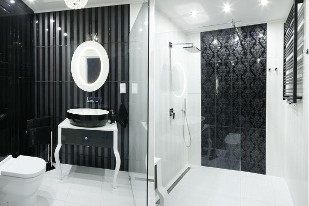 Ta niezwykle elegancka i wyposażona w nowoczesne rozwiązania łazienka emanuje klimatem lat 20. ub.w. Wygodna na co dzień, doskonale spisuje się także w roli toalety dla gości.