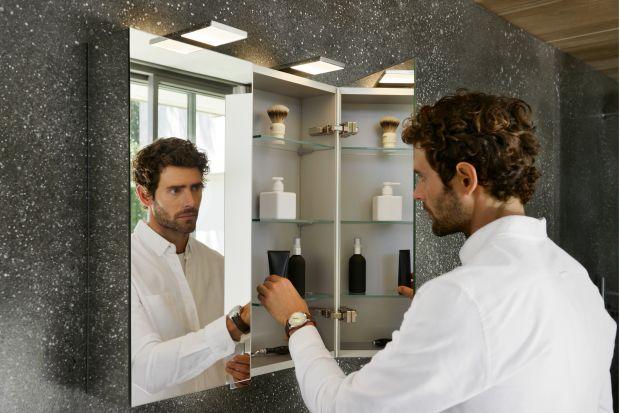Szafka lustrzana to od lat klasyczna pozycja w łazience. Łączy ona w elegancki sposób lustro, światło i miejsce na drobiazgi. Zobaczcie najnowszy model znanej marki.