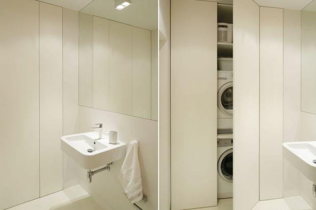 Zabudowa na wymiar wciąż jest chętniej wybierana przez inwestorów niż gotowe zestawy meblowe. Zobaczcie, jak prezentuje się w łazienkach Polaków.
