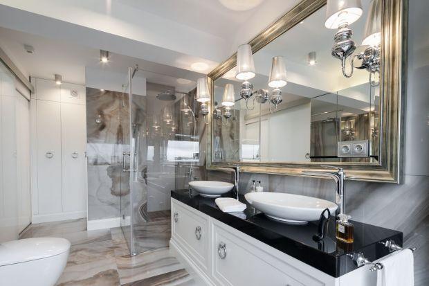 Urządzając łazienkę, z której korzysta więcej niż jedna osoba warto zaplanować miejsce na dwie umywalki.