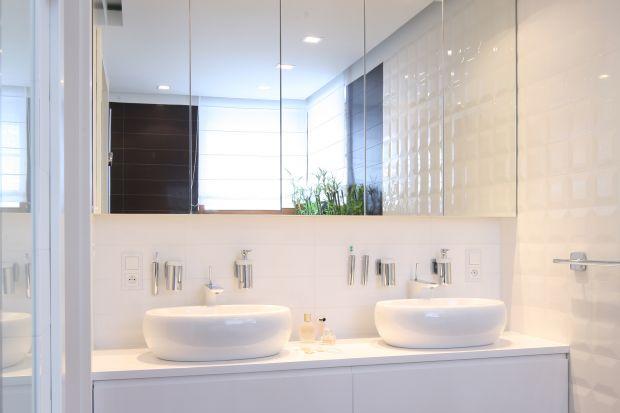 Lustrzane szafki w łazience to świetny pomysł na urządzenie funkcjonalnego i estetycznego wnętrza. Zobaczcie, jak zrobili to inni.