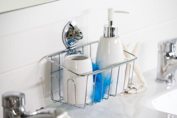 W łazience gromadzimy tyle kosmetyków i przyborów higienicznych, że miejsca do ich odkładania i przechowywania nigdy nie jest za wiele. Zobaczcie kolekcję akcesoriów łazienkowych, które pomogą je uporządkować.