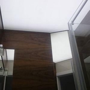 Sufit napinany w łazience. Fot. Alteza