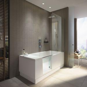Zaprojektowana przez EOOS koncepcja Shower+Bath oferuje wannę z drzwiczkami i parawan nawannowy. Fot. Duravit