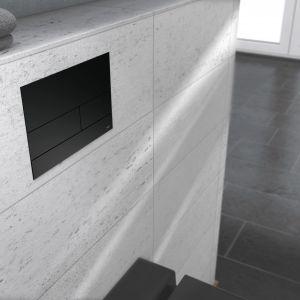 Przycisk spłukujący TECEsquare II w wersji czarny mat; wymiary: 150x220 mm; cena netto: 1.128 zł