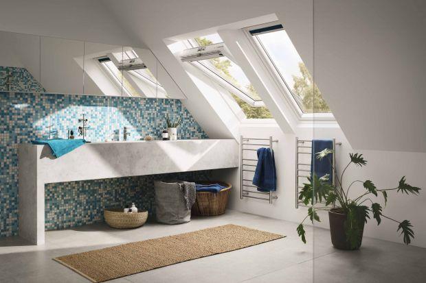 W wielu domach jednorodzinnych łazienki urządzane są na poddaszach. Takie wnętrza warto doświetlić oknami połaciowymi. Trzeba jednak pamiętać, aby wybrać odpowiedni model.