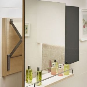 Lustro wysuwane z półką z serii mebli łazienkowych Smart. Fot. Cersanit