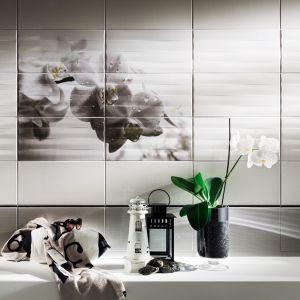 Płytki z kwiatowym dekorem układającym się w obraz ścienny z kolekcji Maxima Black marki Tubądzin. Fot. Tubądzin