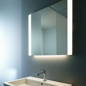 Lustro łazienkowe z oferty Duravit ma podwójne lampy LED umieszczone po bokach lustra. W opcji Better z sensorowym sterowaniem. Fot.  Duravit