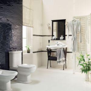 Klasyczna aranżacja łazienki z płytkami ceramicznymi z kolekcji Abisso. Fot. Tubądzin