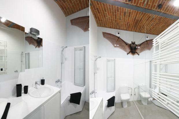 Cegła w łazience to coraz chętniej stosowane rozwiązanie aranżacyjne. Zobaczcie trzy przykłady z polskich łazienek w trzech różnych kolorach.