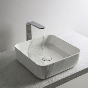 Umywalka w wykończeniu Carrara Statuario. Fot. Cielo
