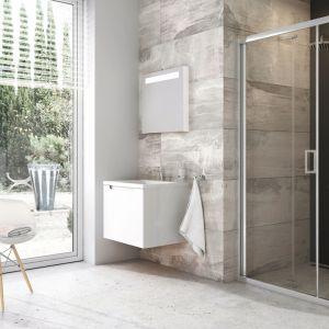 Drzwi prysznicowe BLDZ2, łamane, składane do wewnątrz kabiny prysznicowej. Fot. Ravak