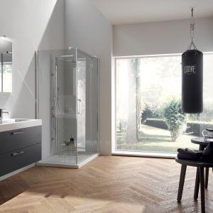 Szare meble łazienkowe w kolorze Titanium Grey włoskiej marki Scavolini. Fot. Scavolini