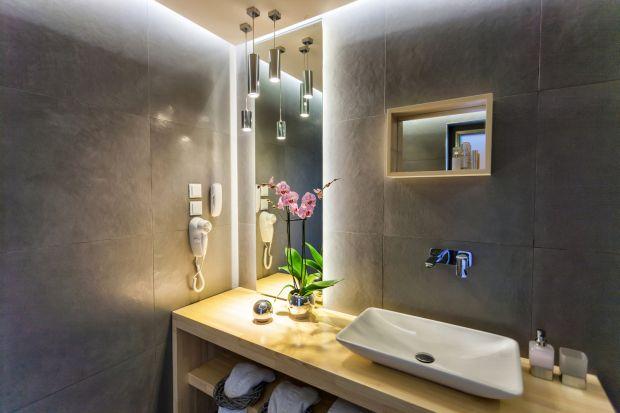 Coraz chętniej urządzając łazienkę sięgamy po taśmy LED, które świetnie budują nastrój, podkreślając meble i łazienkowe wnęki. By przedłużyć żywotność takich taśm i zabezpieczyć przed uszkodzeniem mechanicznym czy zabrudzeniem nale�