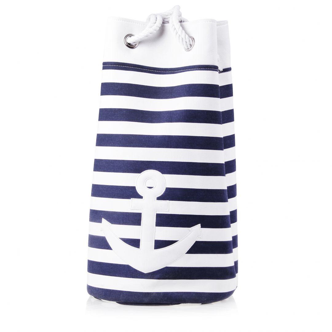 Torba Anchor w marynarskie pasy i z motywem kotwicy może posłużyć za miejsce przechowywania podręcznych kosmetyków w łazience. Fot. Home&You