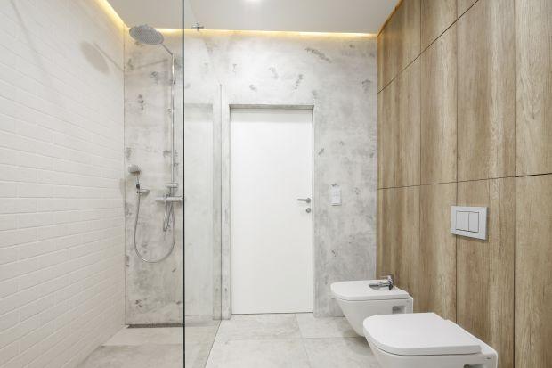 Decydując się nameble łazienkowe robione na wymiar warto postawić na praktyczną, wysoką zabudowę.
