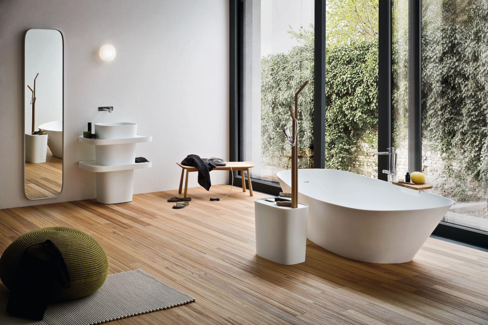 Aranżacja salonu kąpielowego z akcesoriami i ceramiką z serii Fonte marki Rexa Design. Fot. Rexa Design