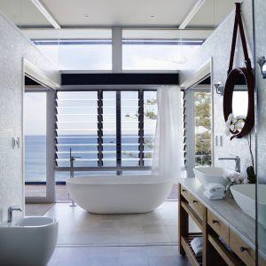 Aranżacja salonu kąpielowego z wolno stojącą wanną Sublime marki Apaiser. Fot. Apaiser