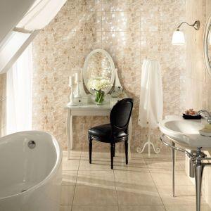 Łazienka w stylu klasycznym z płytkami ceramicznymi z kolekcji Belante marki Tubądzin. Fot. Tubądzin