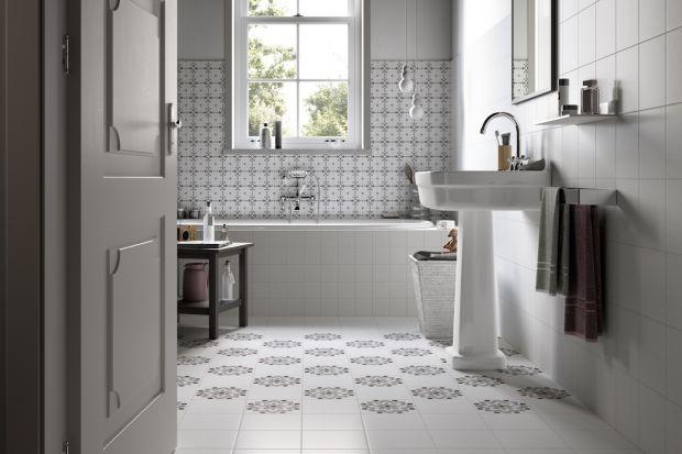 Styl klasycznym ma grono wiernych zwolenników. Zobaczcie jak urządzić łazienkę w tej estetyce.