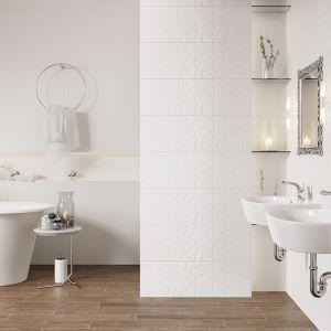 Aranżazja łazienki w klasycznym stylu z płytkami z serii Moonline marki Opoczno. Fot. Opoczno