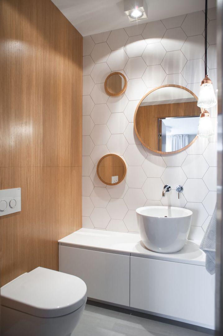 Łazienka w stylu skandynawskim zaprojektowana przez pracownię Raca Architekci. Fot. Adam Ościłowski