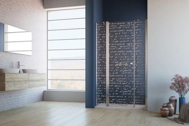Nieustawne wnęki w łazience nie muszą być problematyczne. Mogą stać się świetną okazją do urządzenia ciekawie wyglądającej strefy prysznica.