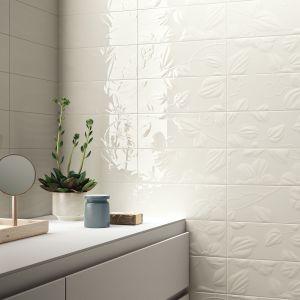 Białe płytki ceramiczne z kolekcji Wave marki Imola Ceramica. Fot. Imola Ceramica