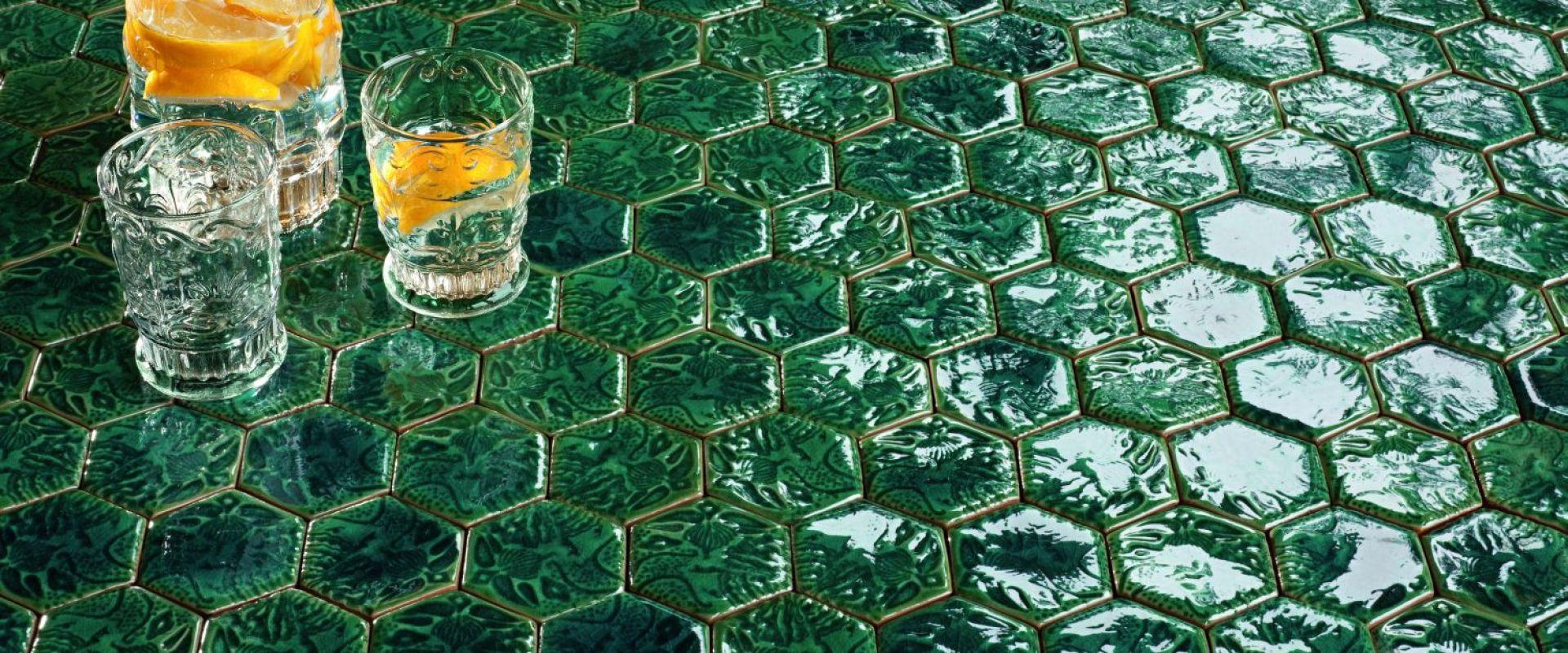 Mozaika z serii Barcelona kreacji Macieja Zienia dla Tubądzin. Fot. Tubądzin