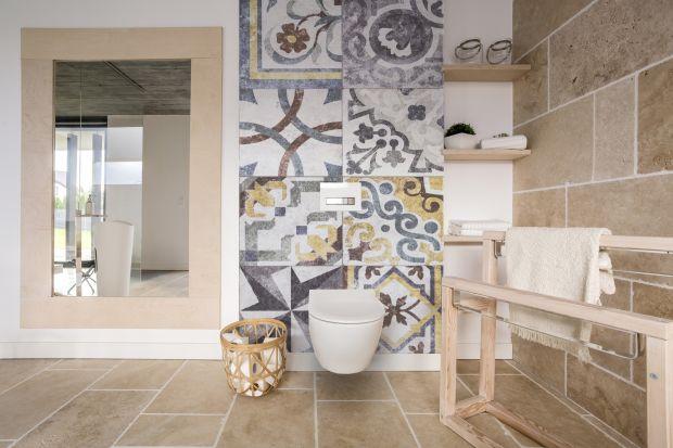 Jednym z najgorętszych trendów aranżacyjnych łazienek są płytki z orientalnymi wzorami. Taki motyw można wprowadzić jednak do łazienki nie tylko za sprawą kafli, ale również np. fototapety.
