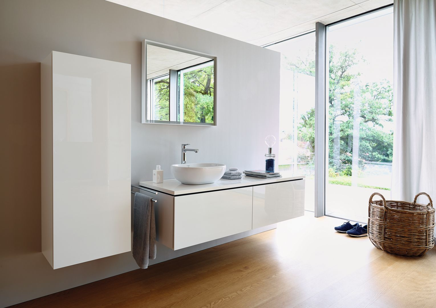 Białe meble łazienkowe z serii L-Cube marki Duravit. Fot. Duravit