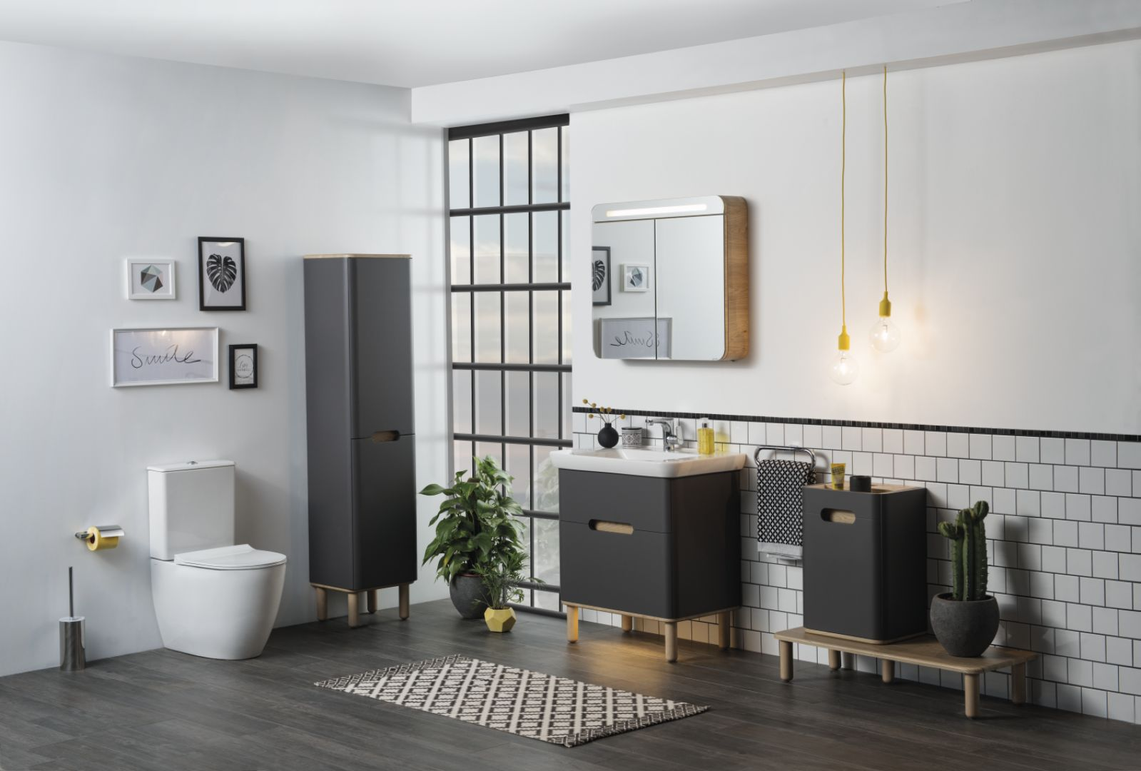 Ciemne meble łazienkowe z kolekcji Sento marki VitrA. Fot. VitrA