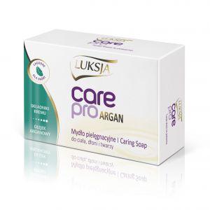Luksja Care Pro Argan to łagodne dla skóry, pielęgnacyjne mydło  w kostce zawierające składniki kremu. Dzięki obecności drogocennego olejku arganowego, który słynie z właściwości nawilżających, jest bogaty w witaminy i kwasy omega-6, produkt ten jest szczególnie polecany jest do pielęgnacji cery suchej. Przyjemna kremowa piana zapewnia komfort użycia podczas kąpieli. Produkt przeznaczony jest do mycia ciała, dłoni i twarzy.