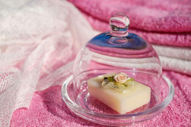 Zadbaj o skórę, postaw na mydło w kostce