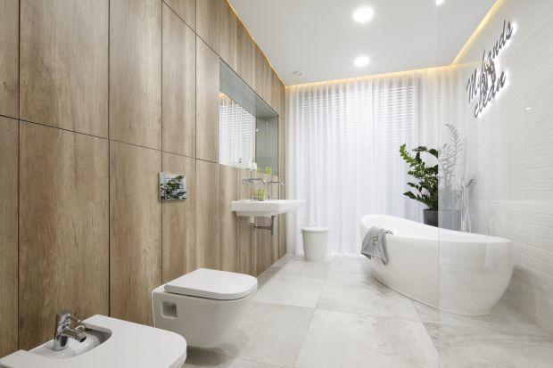 Wysoka zabudowa meblowa pomoże zorganizować i uporządkować przestrzeń w łazience. Zobaczcie, jak wygląda u innych!