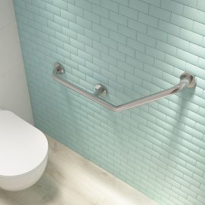 Uchwyt przyścienny, kątowy; do montażu w strefie kąpielowej oraz przy toalecie lub umywalce. Udźwig 150 kg. Fot. Deante